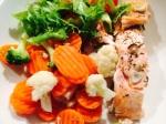 Kalaa-kasviksia ja salaattia